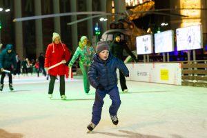 Покататься на коньках ВДНХ зимой